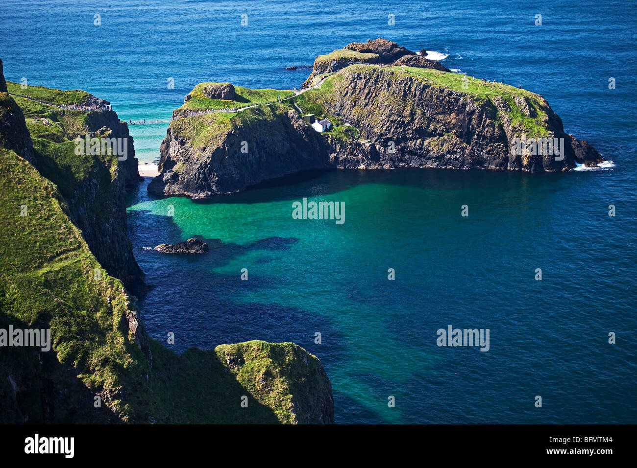 United Kingdom, Northern Ireland, Antrim, Ballycastle, Ballintoy, view of the Carrick a Rede Rope Bridge. - Stock Image