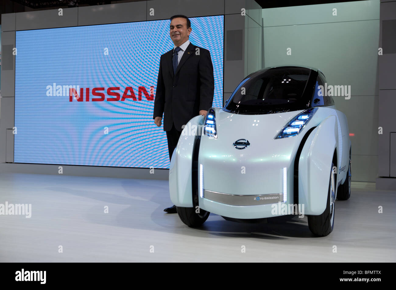 Carlos Ghosn CEO of Nissan presents the new Nissan Land Glider at the 2009 Tokyo Motor Show. - Stock Image