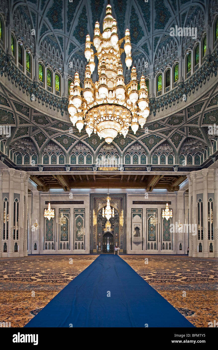 Oman masqat muscat ghubrah the worlds largest swarovski cyrstal the worlds largest swarovski cyrstal chandelier in sultan qaboos grand mosque arubaitofo Image collections