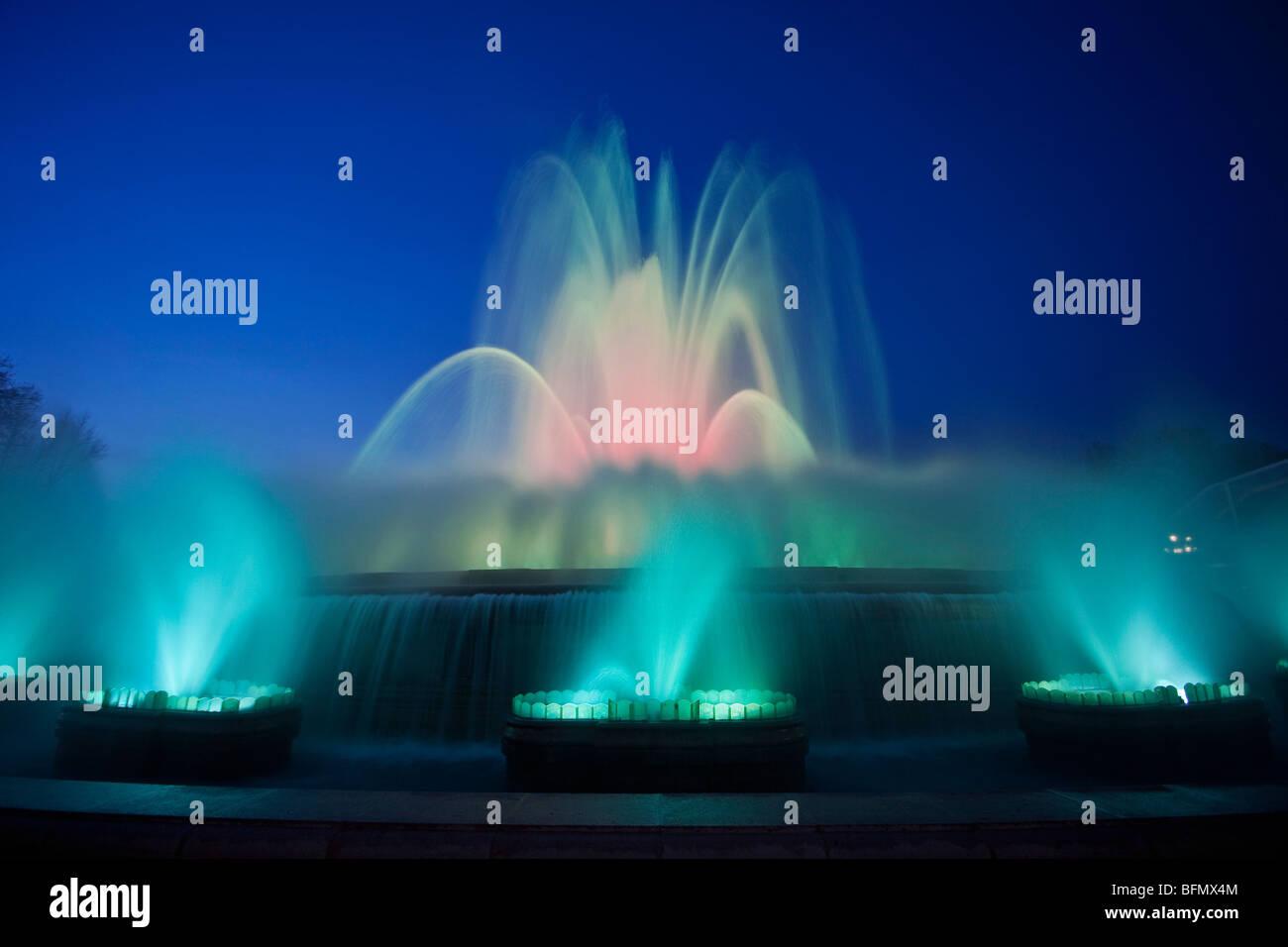 Spain, Cataluna, Barcelona, Santa Eulalia, Sants Montjuic, flood lit fountains at the National Art Museum of Catalonia - Stock Image