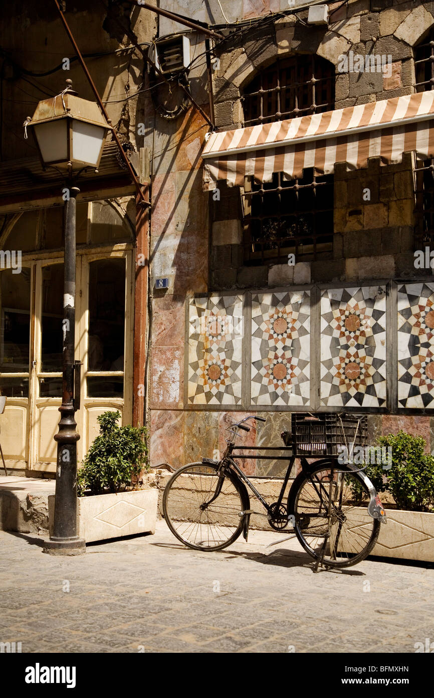 Syria, Damascus, Old City. A bicycle on its stand in a tranquil street in Old Damascus - Stock Image