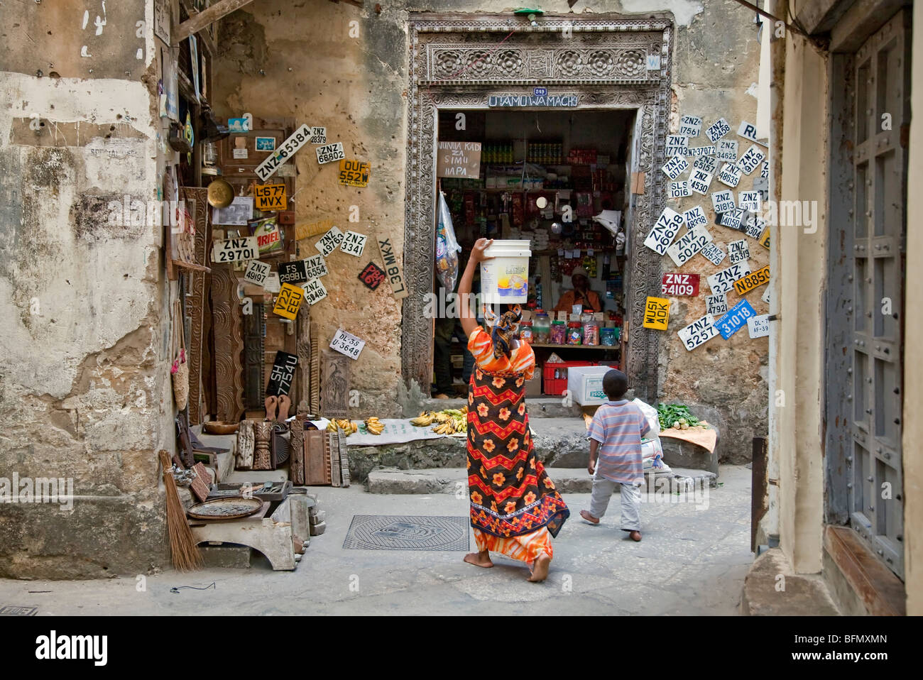 Tanzania, Zanzibar, Stone Town. A general store in one of Stone Town s maze of narrow streets. Car number plates - Stock Image