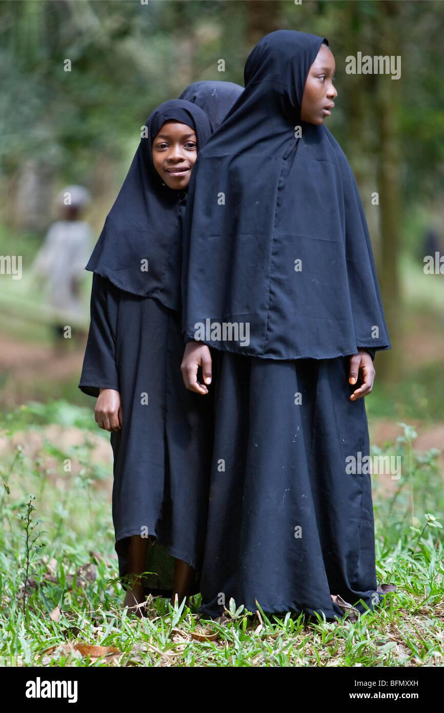 Tanzania, Zanzibar. Schoolgirls in traditional Islamic attire near Mangapwani. Stock Photo