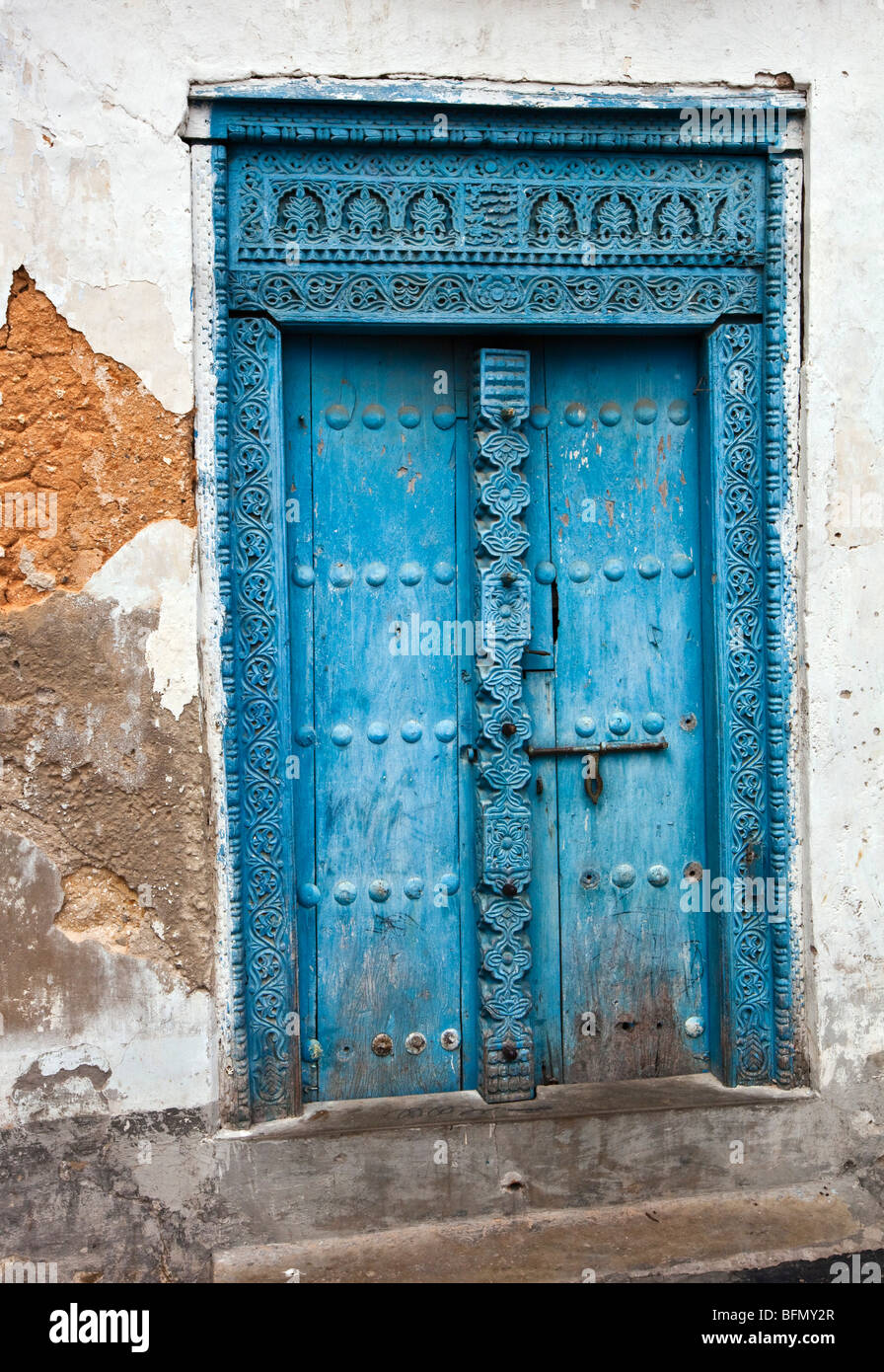 Tanzania, Zanzibar, Stone Town. A painted carved wooden door of a house in Stone Town. - Stock Image