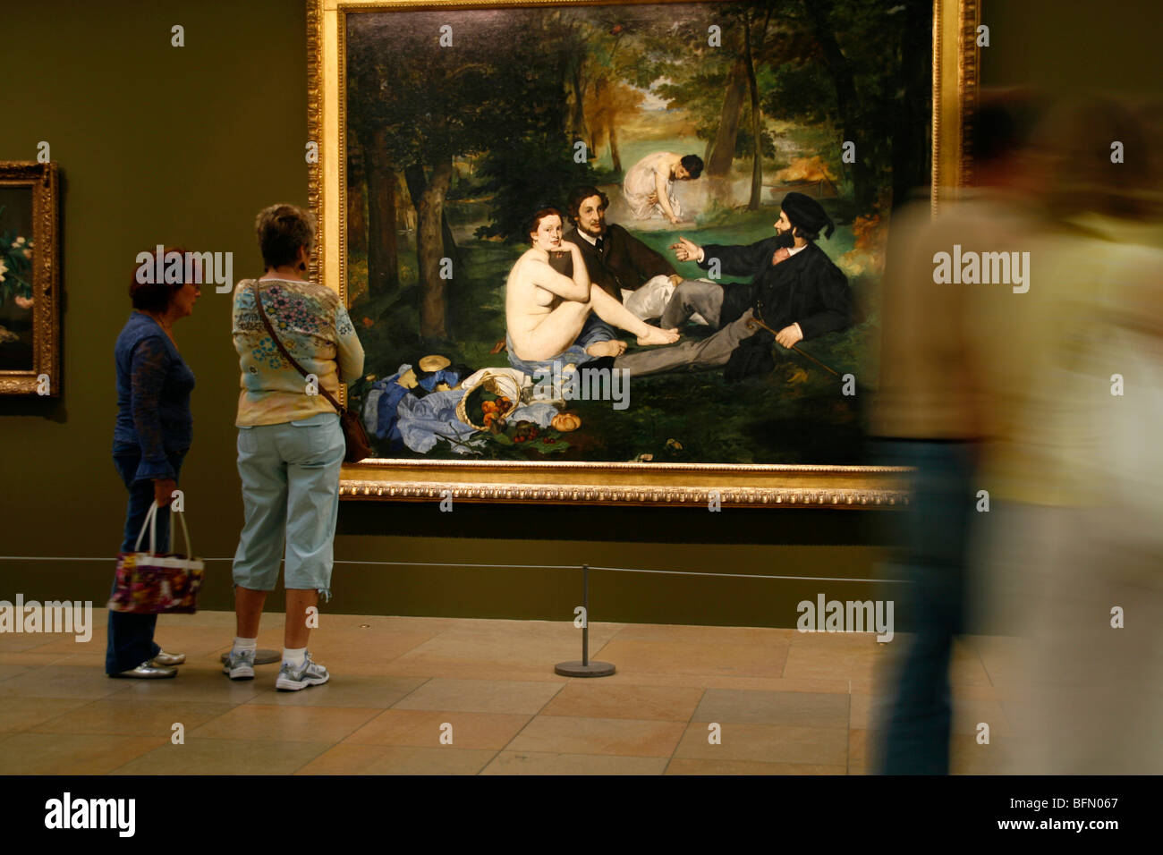 France, Paris. People admiring Manet's painting   Deujeuner sur l  herbe   in the Musee d  Orsay in Paris. - Stock Image