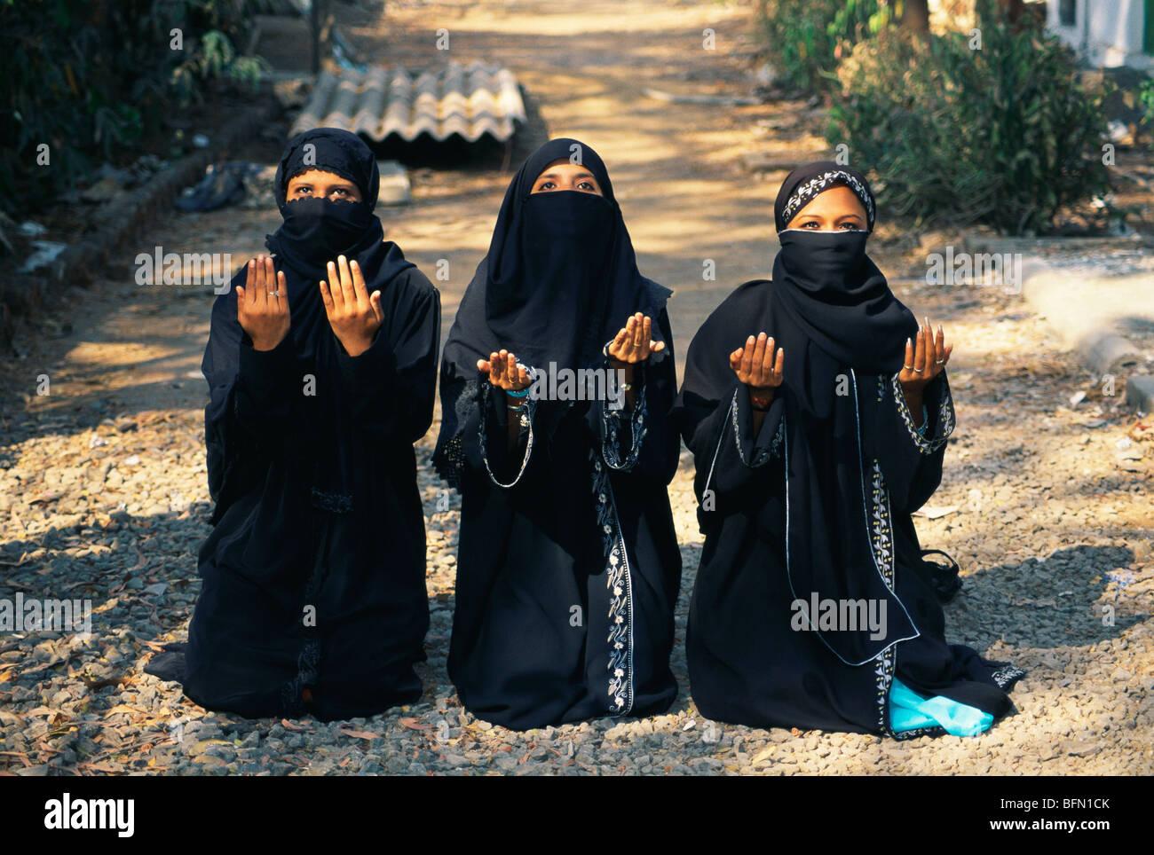 Muslim Women Praying Namaz Stock Photos & Muslim Women Praying Namaz