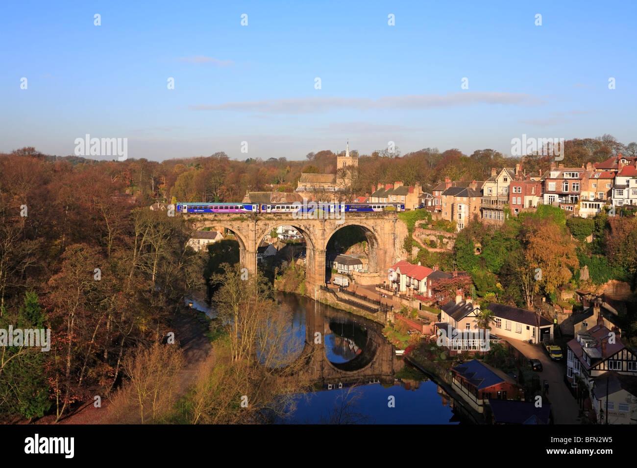 Northern Rail train on the railway viaduct over the River Nidd, Knaresborough, North Yorkshire, England, UK. - Stock Image