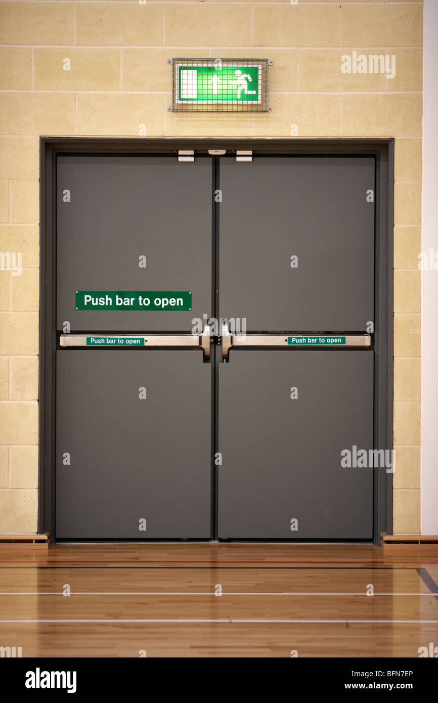 closed push bar to open emergency exit double doors in the uk & closed push bar to open emergency exit double doors in the uk Stock ...