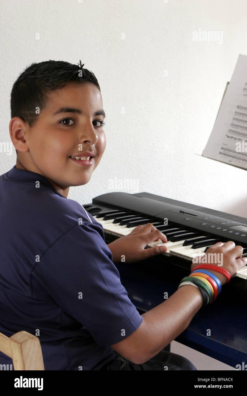 Teenage boy playing synthesizer - One only - SerieCVS217071 - Stock Image