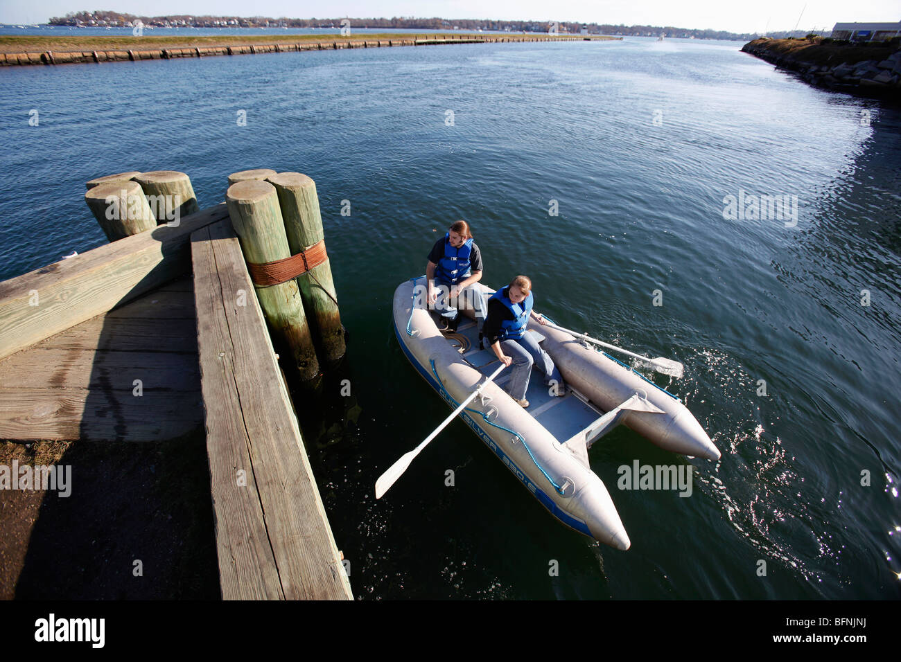 A young man and woman in an inflatable dinghy, Salem, Massachusetts - Stock Image