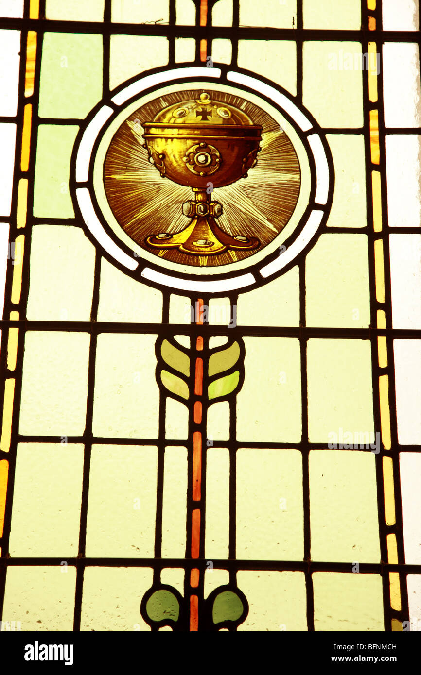 Church Stain Glass Window depicting the chalice of Jesus Christ - Stock Image