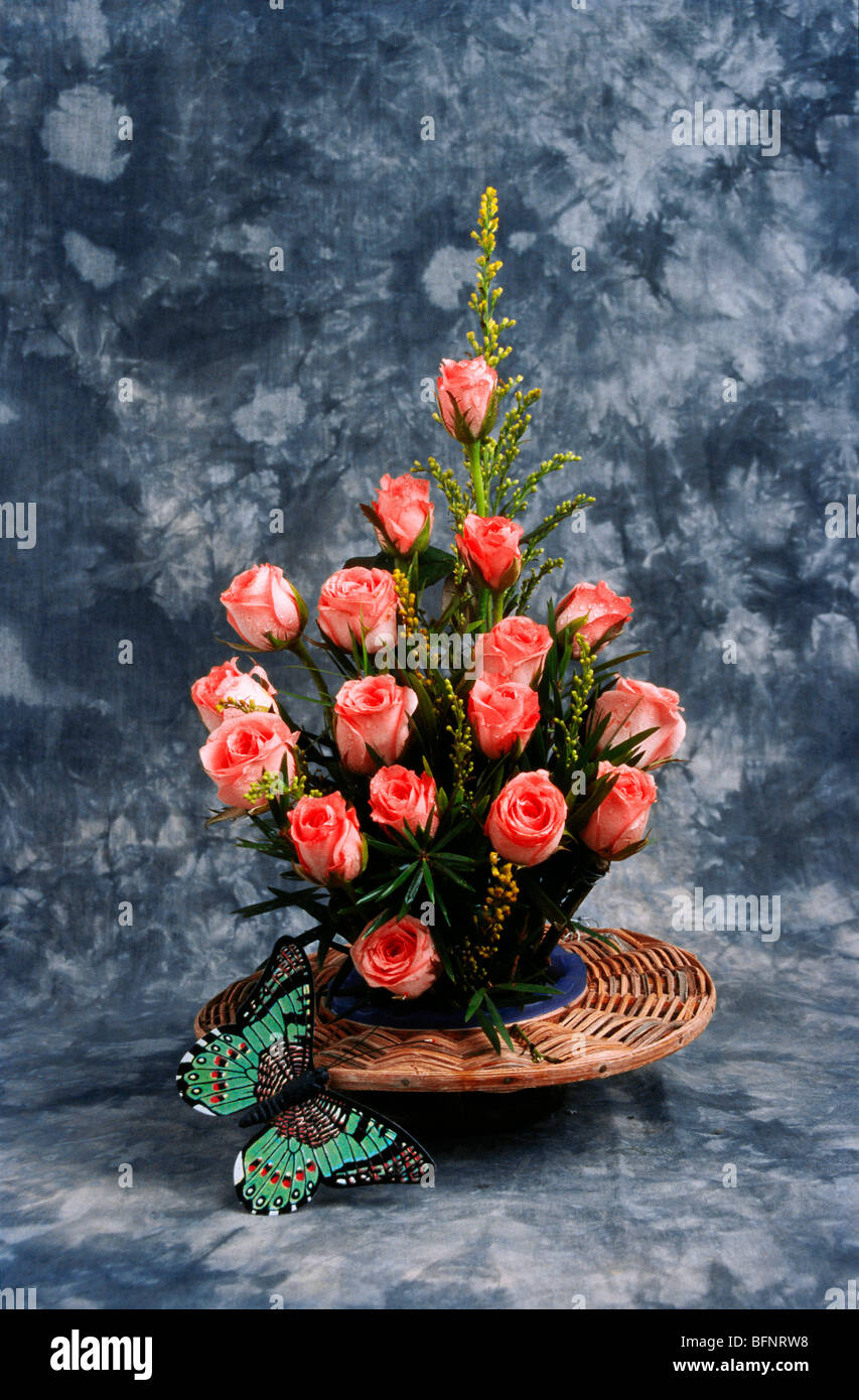 BDR 63005 : eighteen pink roses flower arrangement in bouquet with two butterflies on gray background - Stock Image