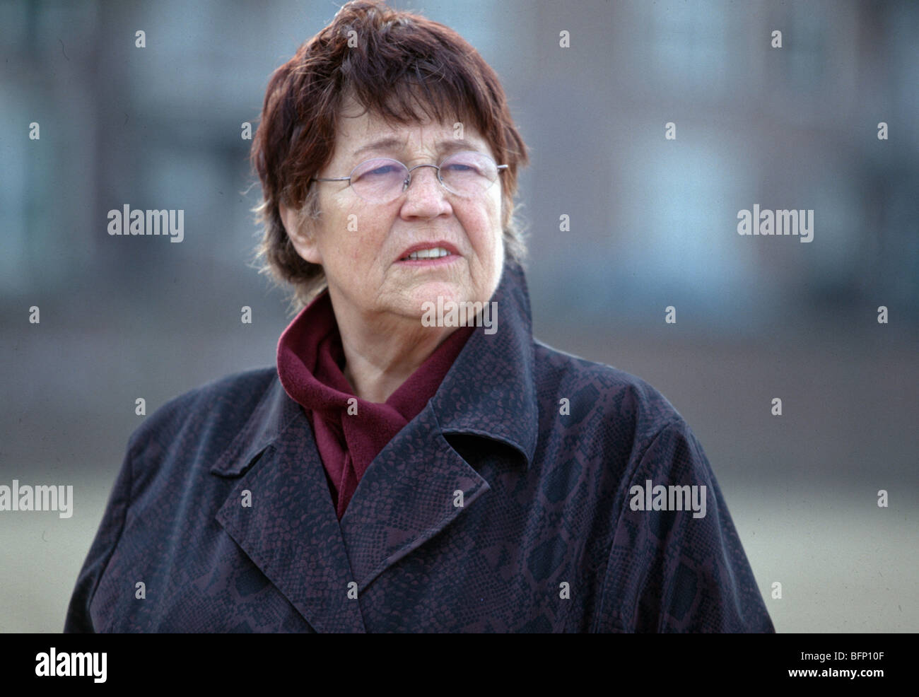 Worried pensioner looking up , woman senior thinking - SerieCVS500200d - Stock Image