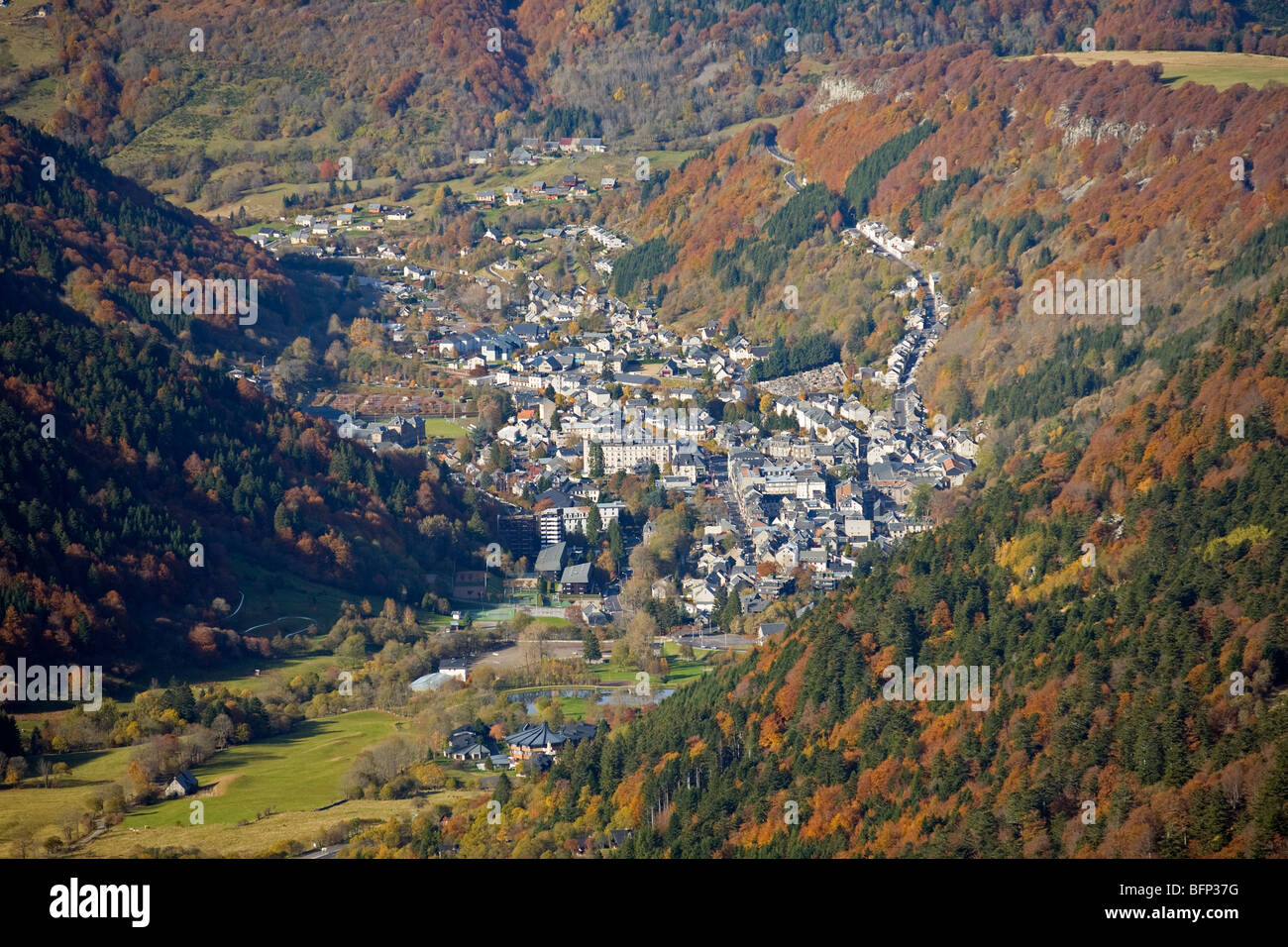 In Autumn, the Mont-Dore thermal spa photographed from the vantage point of the Sancy Massif (Puy de Dôme - Auvergne Stock Photo