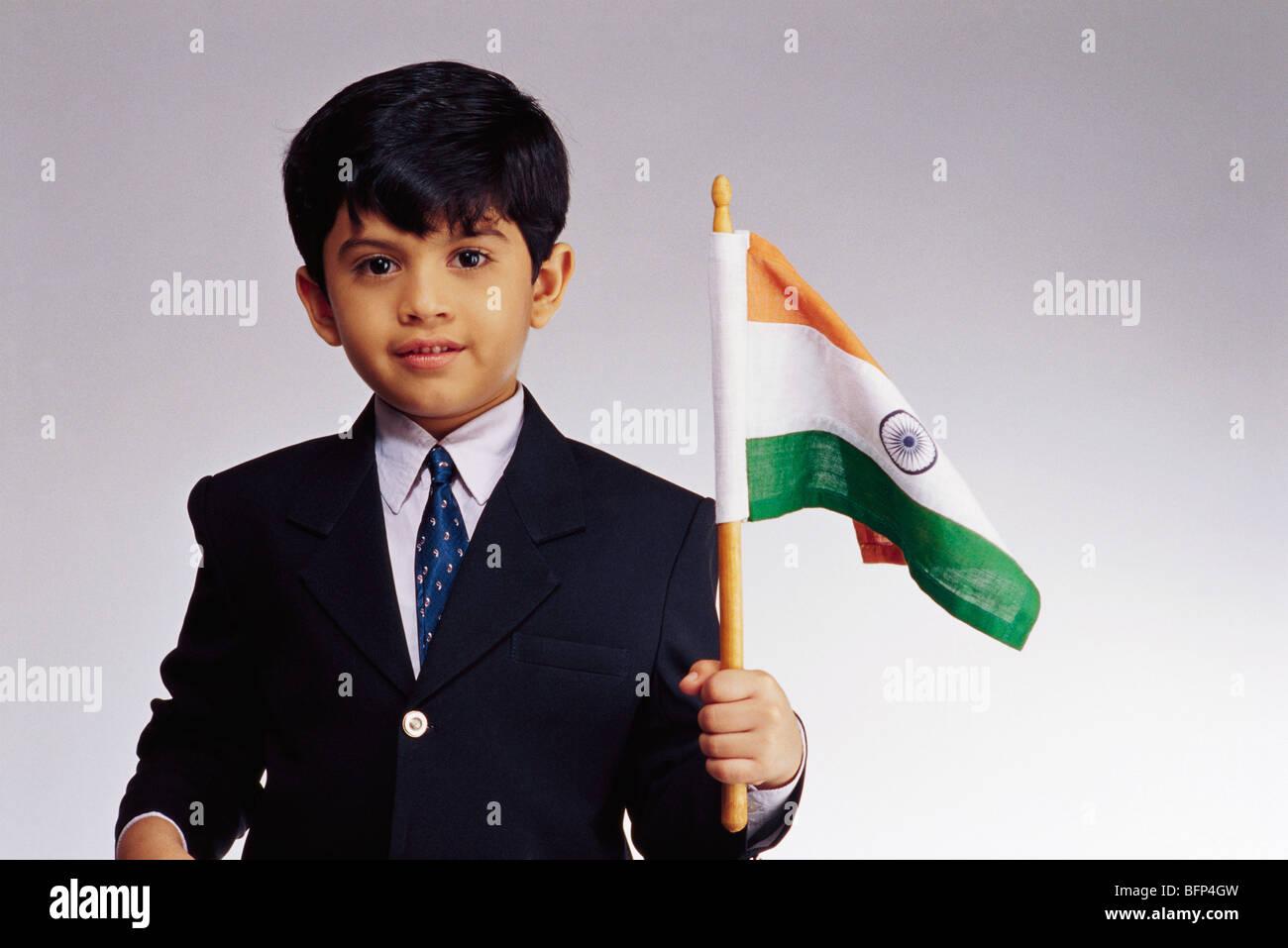 c678e0455 VDA 63628 : Boy dressed as Christian holding flag of India in hand MR#499
