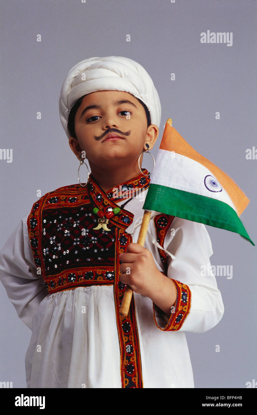 23d20ccf2 VDA 63632 : Boy dressed as Gujarati holding flag of India MR#498 ...