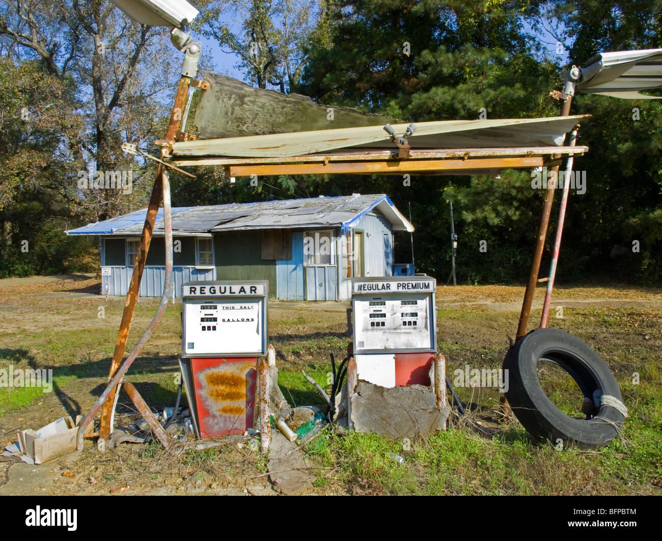 Abandoned gas station in Stephens Arkansas - Stock Image