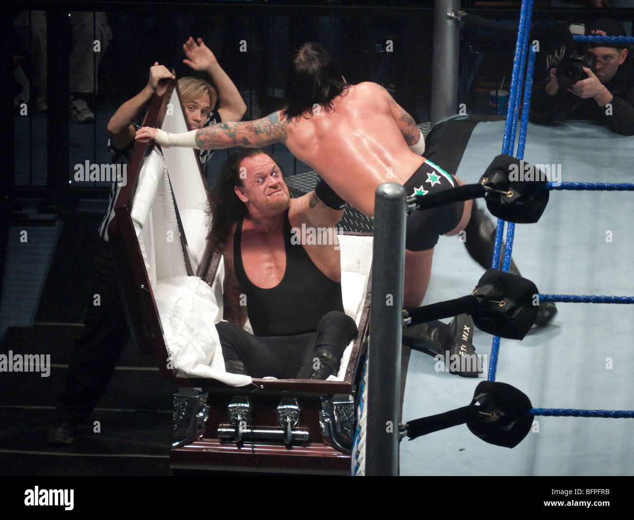 The Undertaker vs CM Punk in a Casket Match in Nottingham , England 08/11/2009 - Stock Image