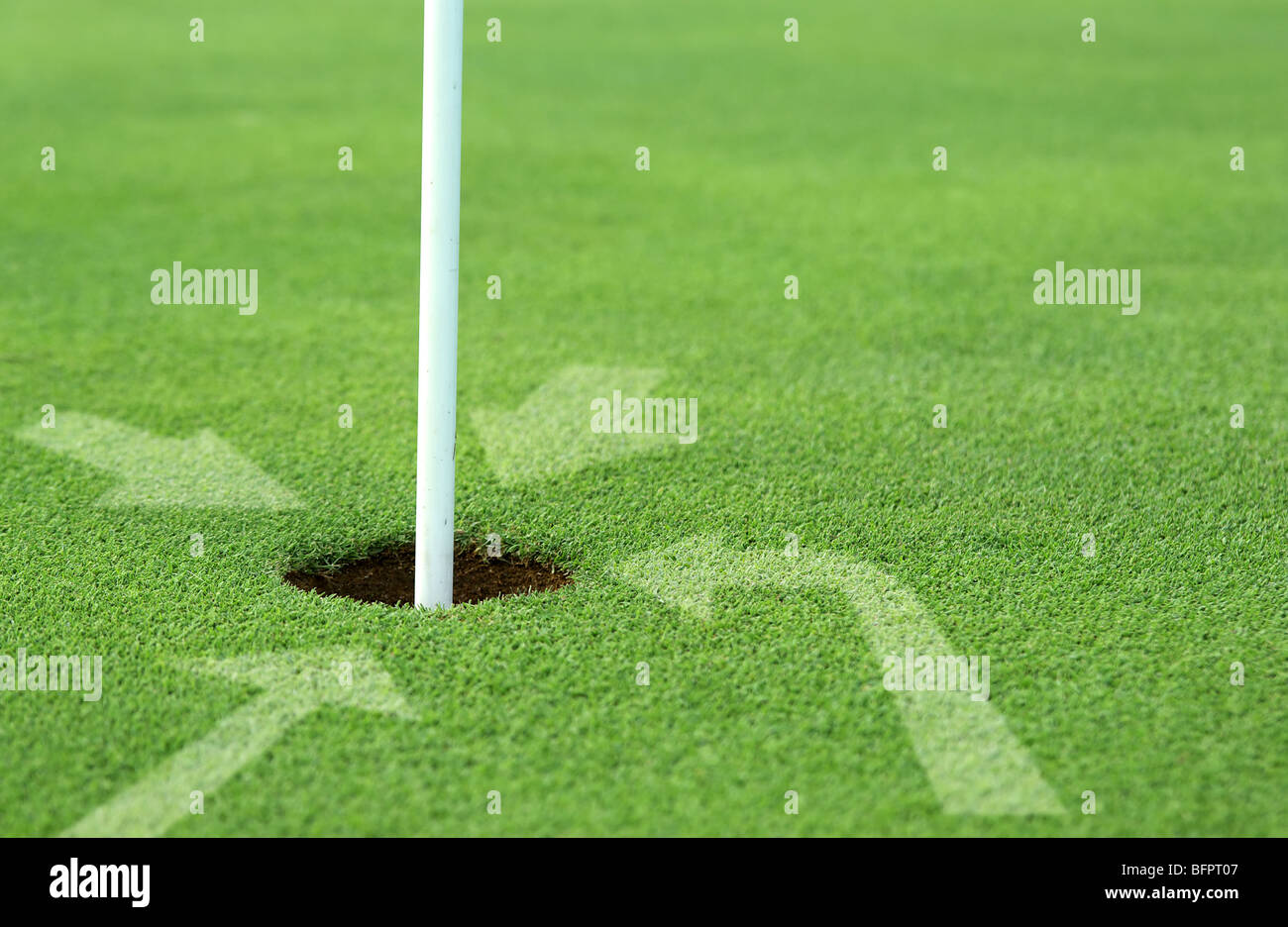 need help or guidance arrows pointing into golf hole - Stock Image