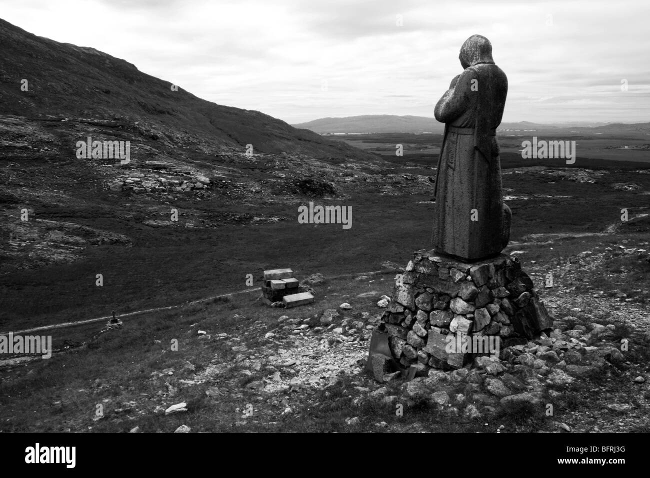 Statue of Saint Patrick in mystical Connemarra in the Maam Ean Maamean  Maamturk mountains - Stock Image