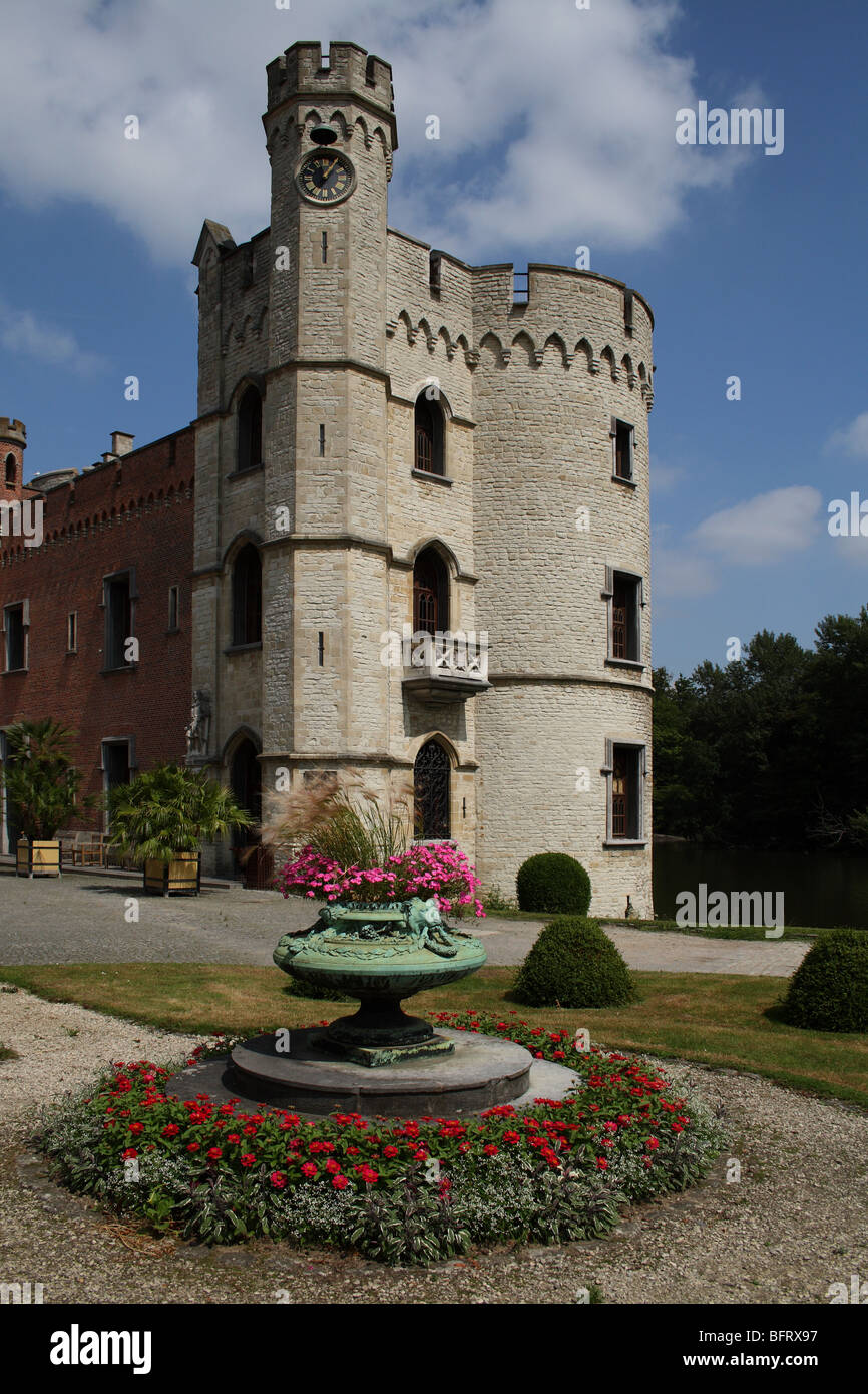 Stone tower of Bouchout Castle with flower planter at the National Botanic Garden of Belgium at Meise (near Brussels) - Stock Image