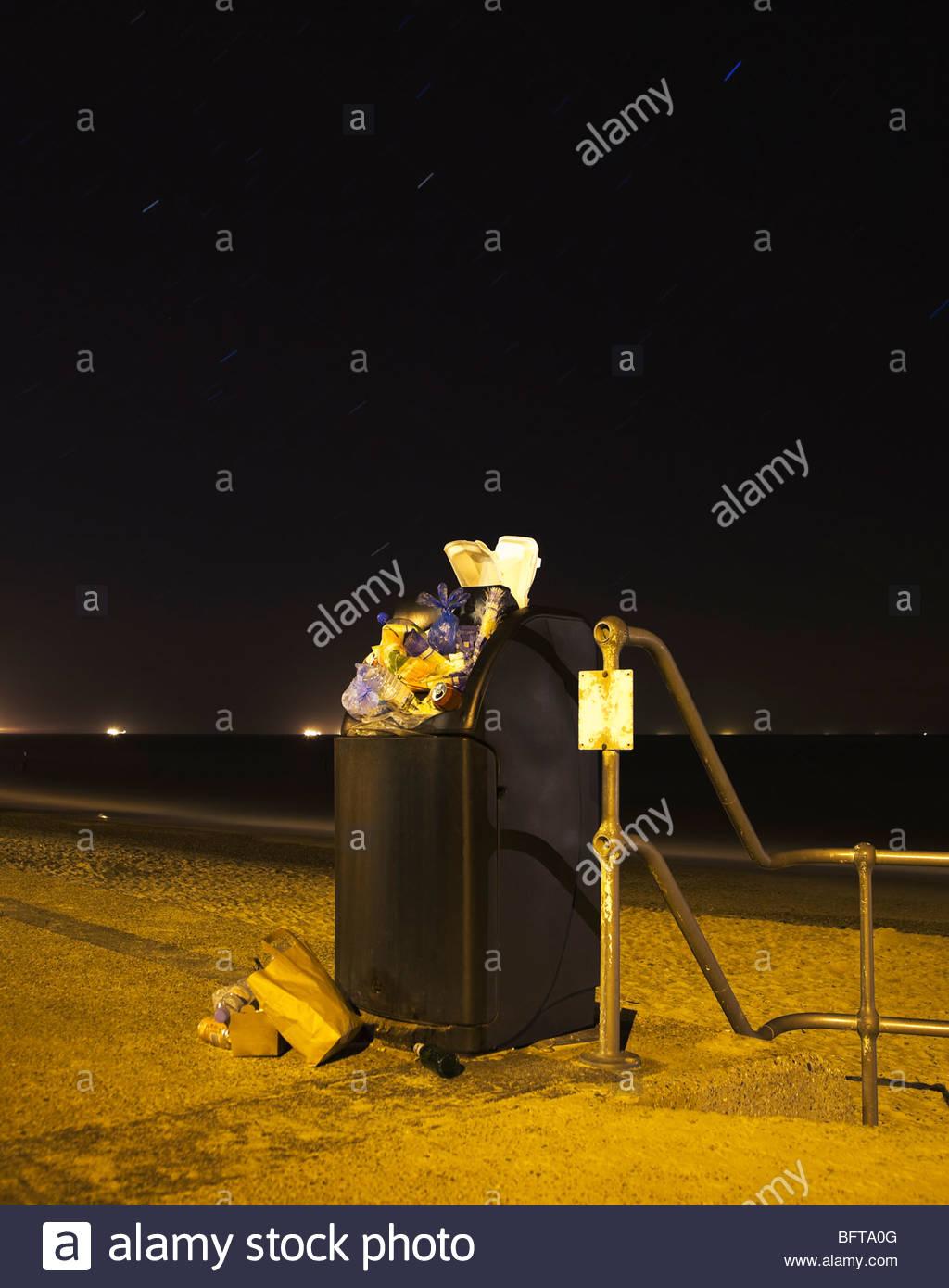 Public bin at night - Stock Image