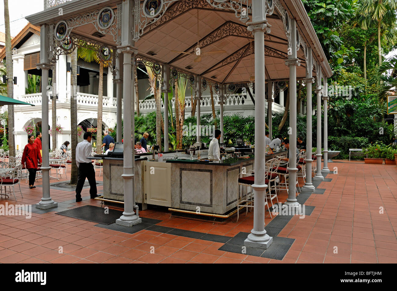 Raffles Hotel, Outdoor Terrace or Courtyard Bar, Singapore - Stock Image