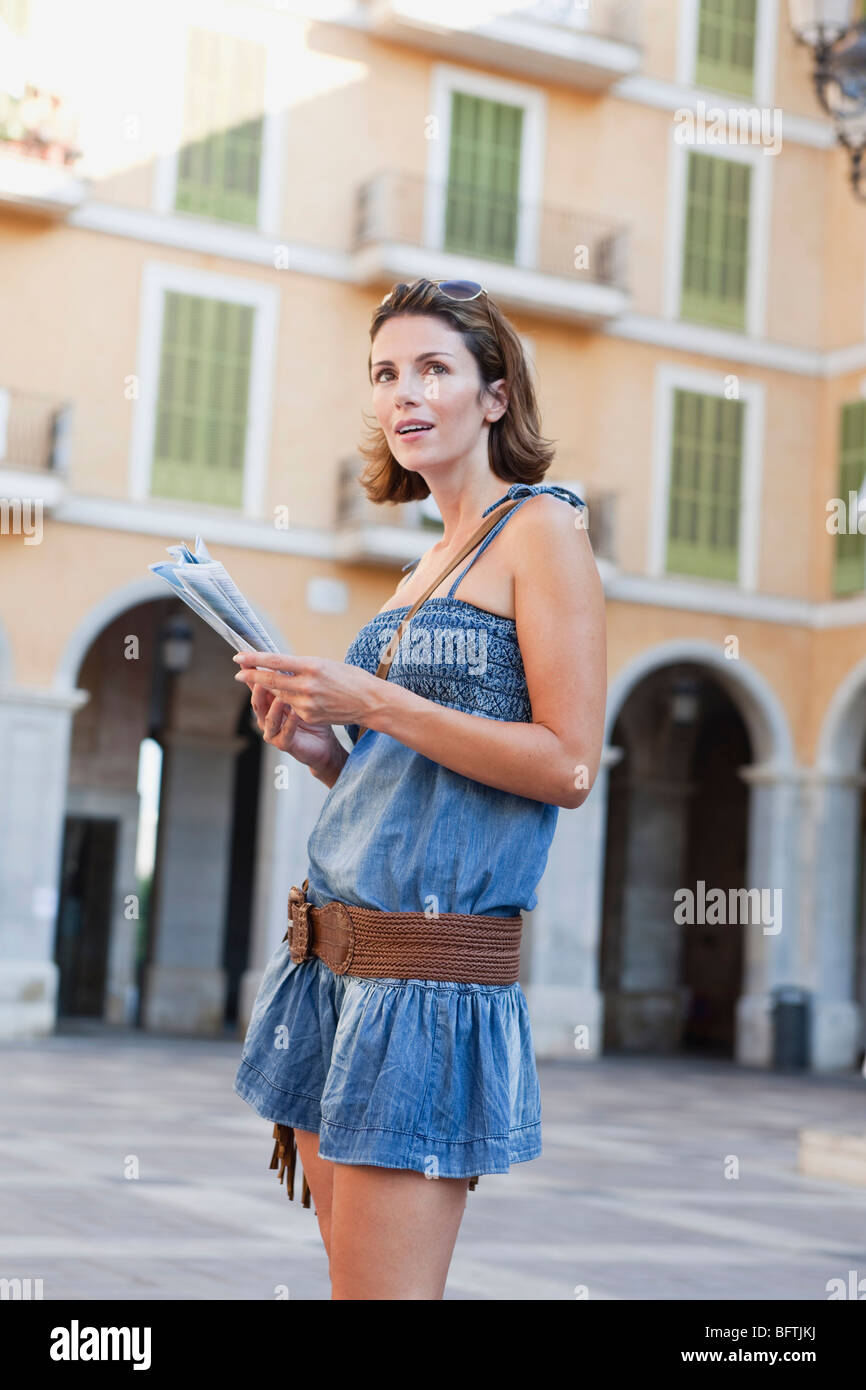 woman looking at map - Stock Image