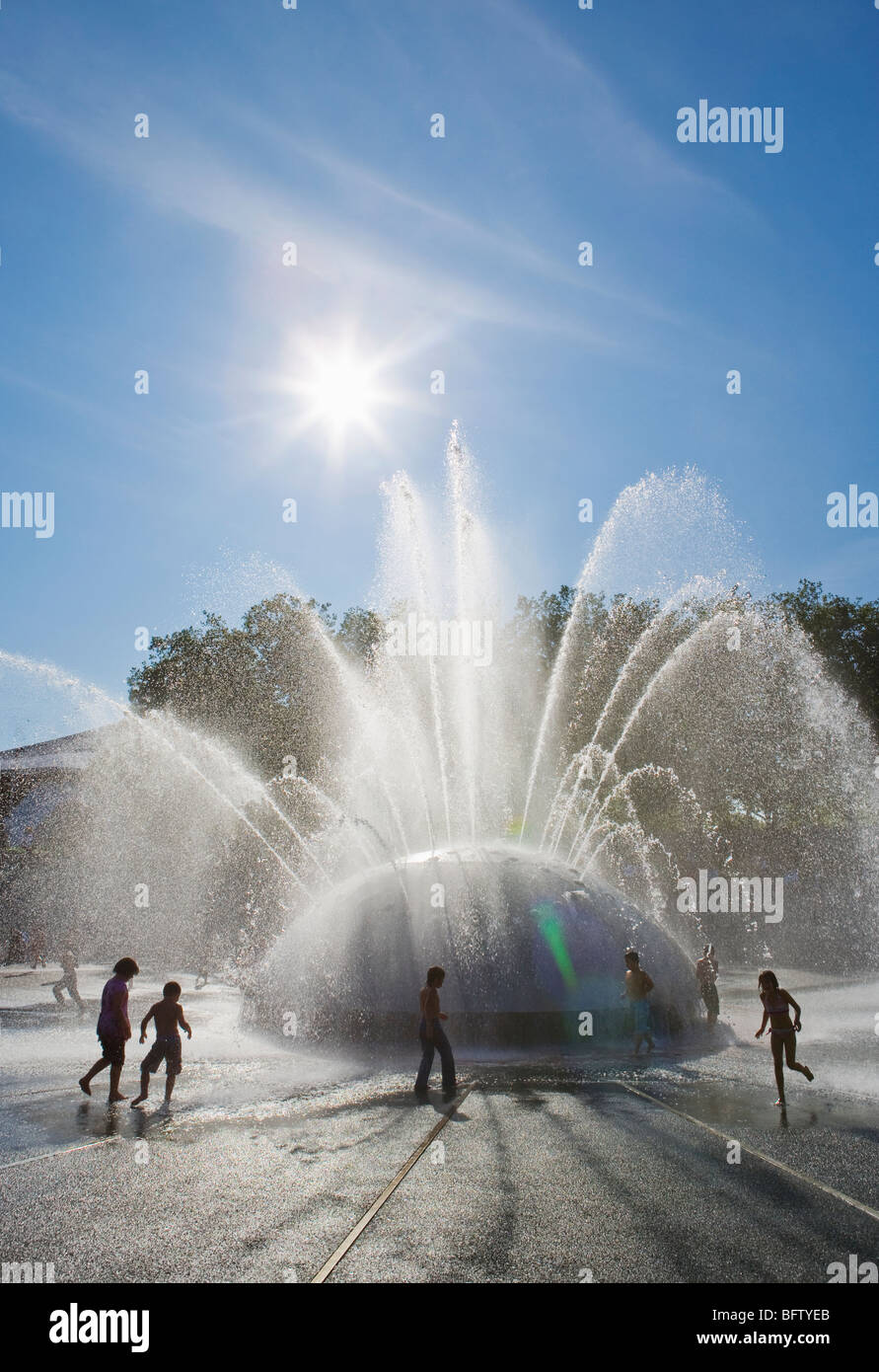 People playing in and around The International Fountain in the Seattle center, Seattle, WA, USA. Stock Photo