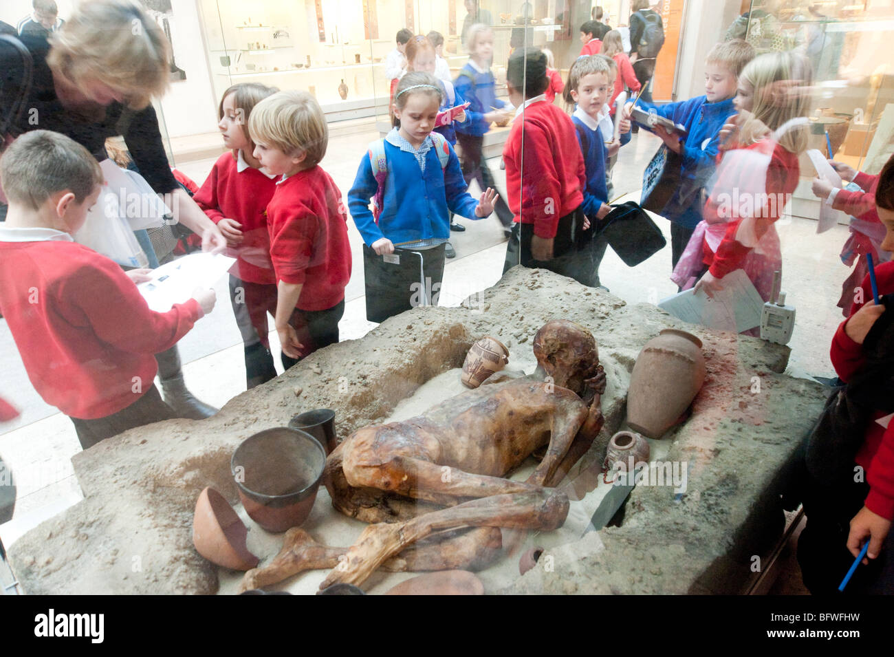 Children on educational school trip to the Egyptian rooms of the British Museum, London, UK - Stock Image