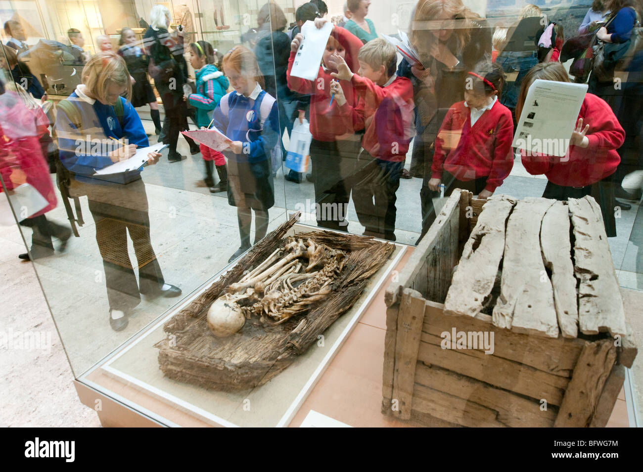 Children on educational school trip to the Egyptian rooms of the British Museum, London, England, Britain, UK - Stock Image