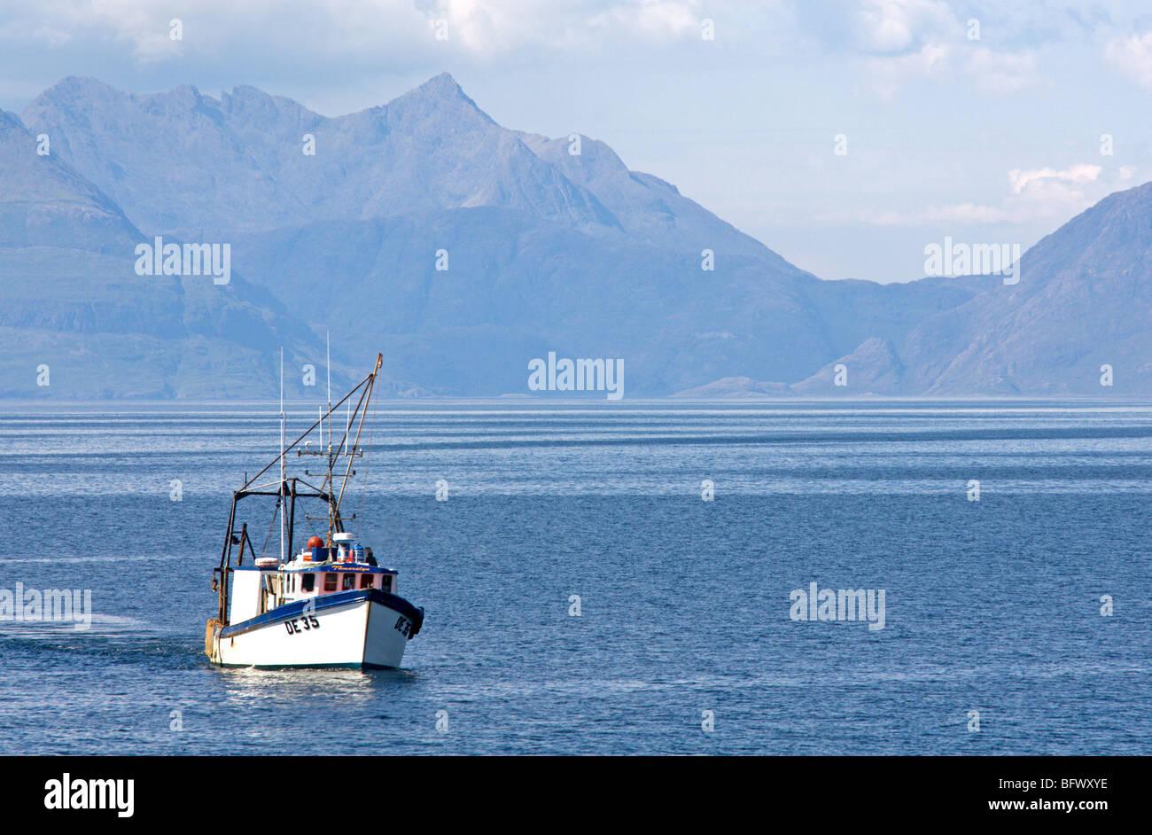 Fishing Vessel DE35 Tamaralyn fishing the Inner Hebrides Stock Photo