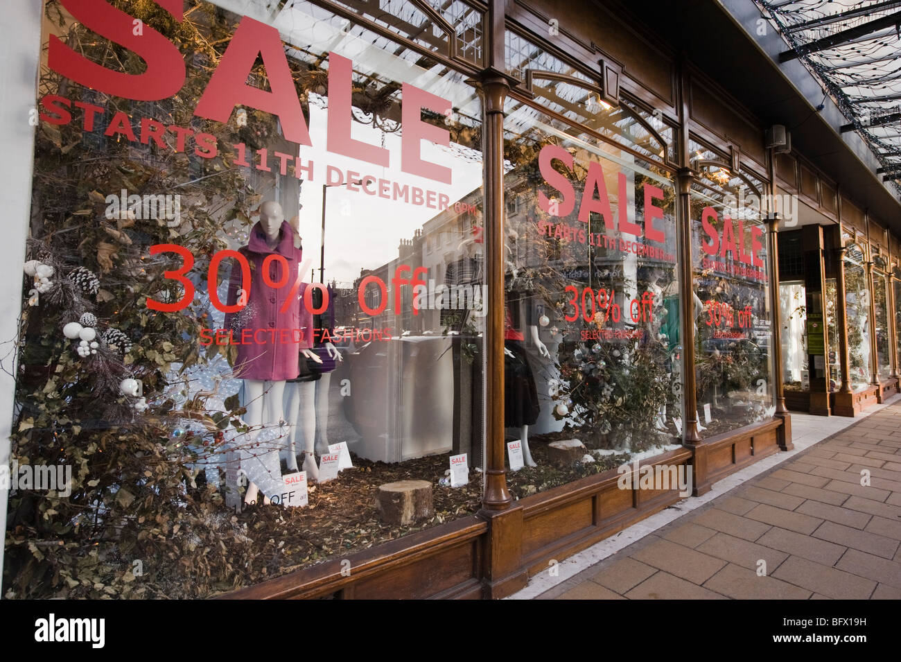 Hoopers department store, Harrogate - sale signs in  the window. - Stock Image