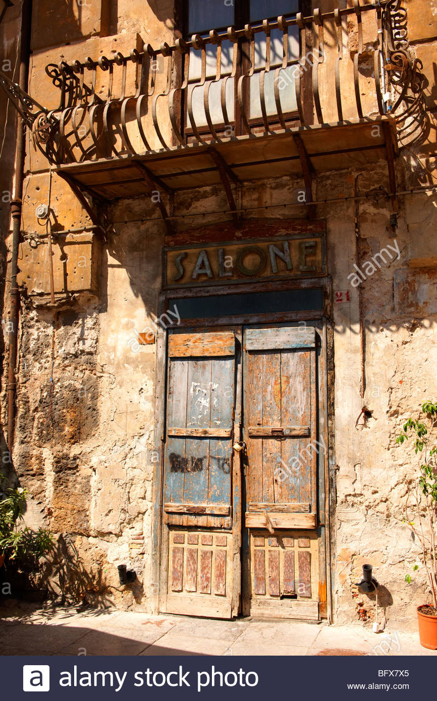 poor dilapidated houses of Palermo old town, Sicily - Stock Image