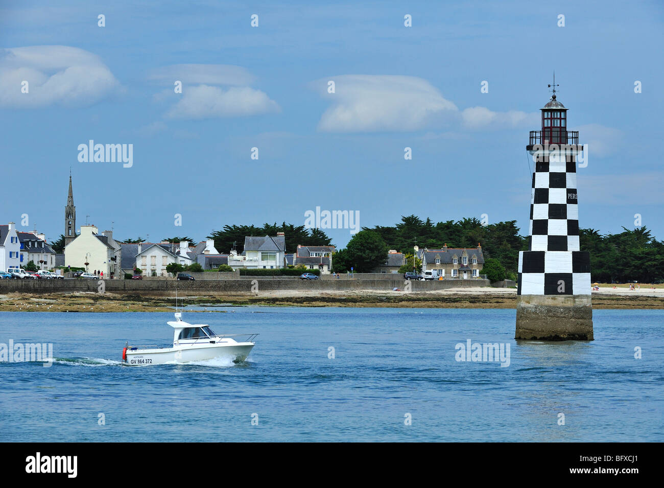 Motorboat and the lighthouse Perdrix at Loctudy, Finist re, Brittany, France - Stock Image