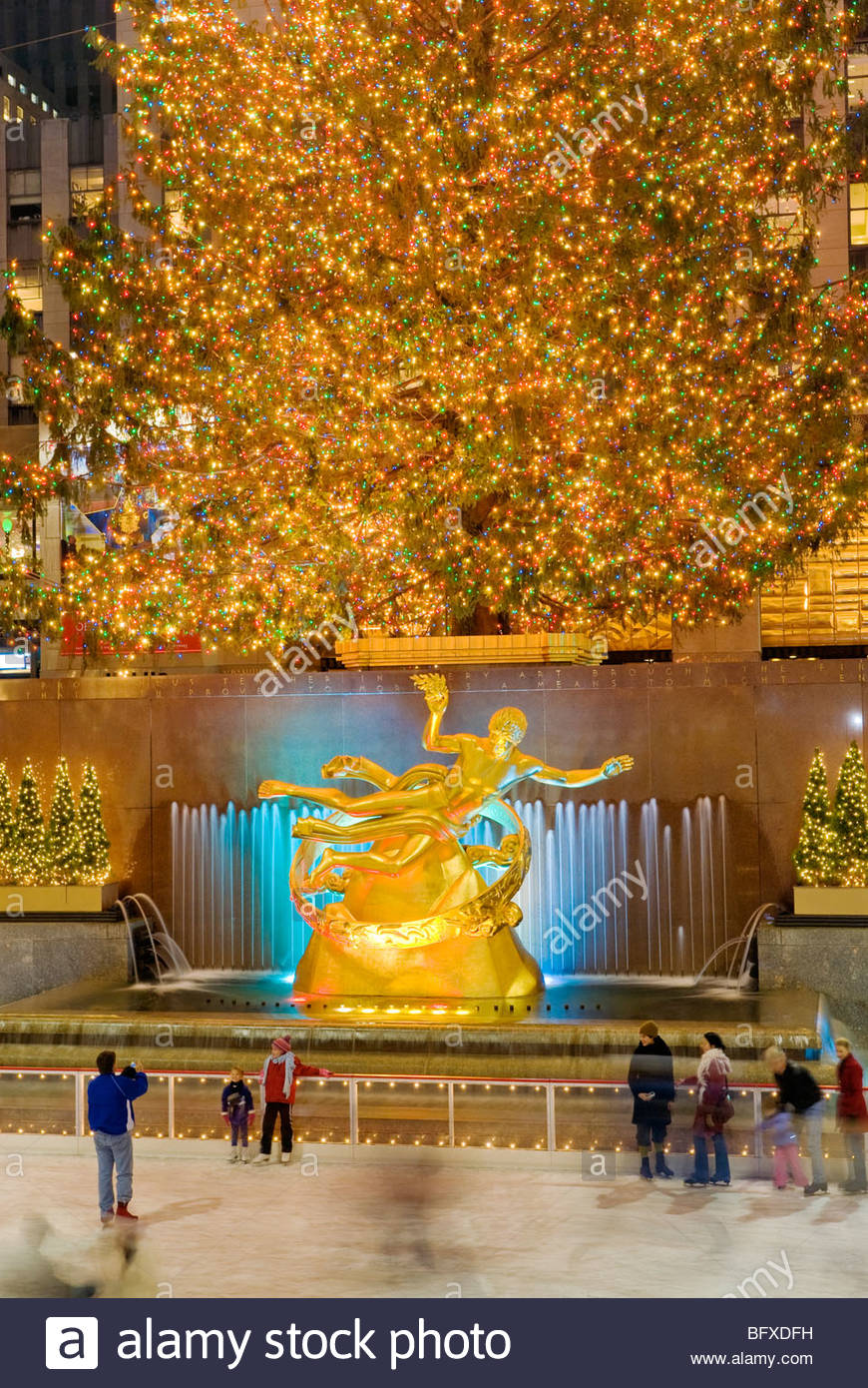 Christmas New York Rockefeller Plaza Christmas Tree and Skating Rink - Stock Image