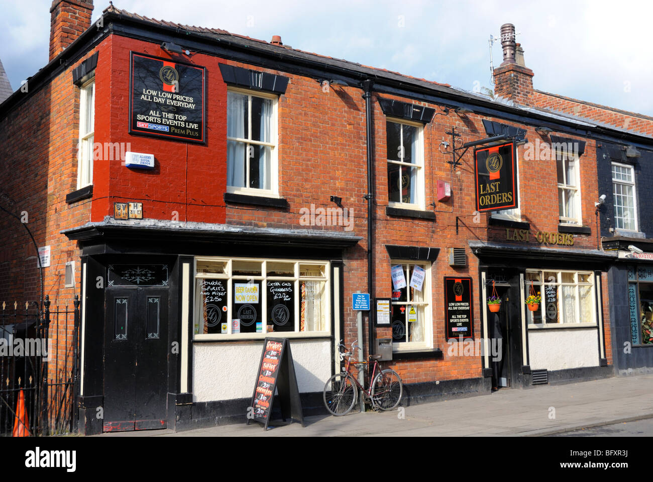 Last Orders, A Typical Working Class Red Brick Pub In The Centre Of  Congleton,