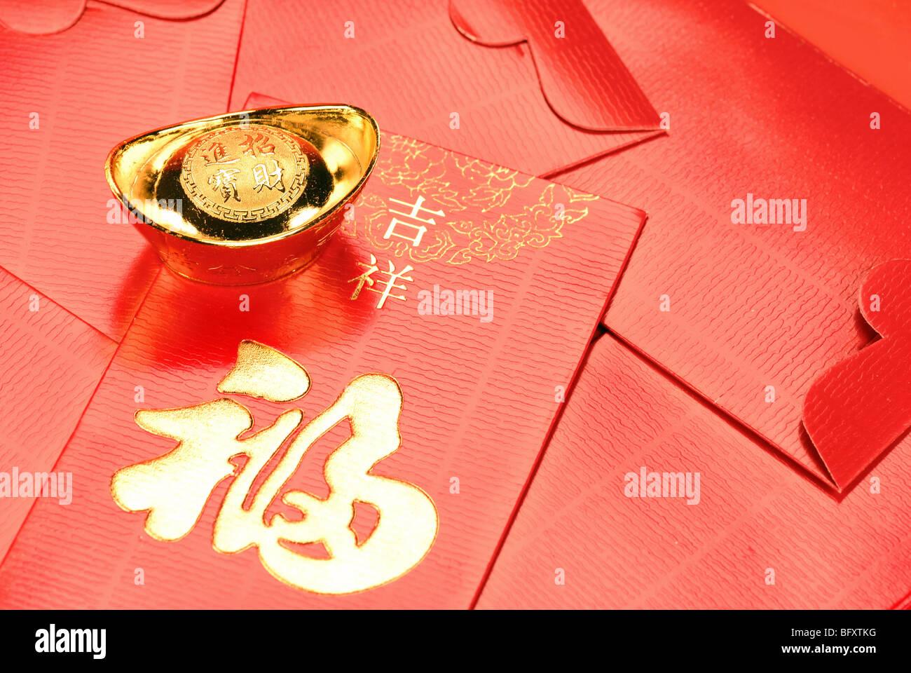 Red envelope and gold ingot - Stock Image