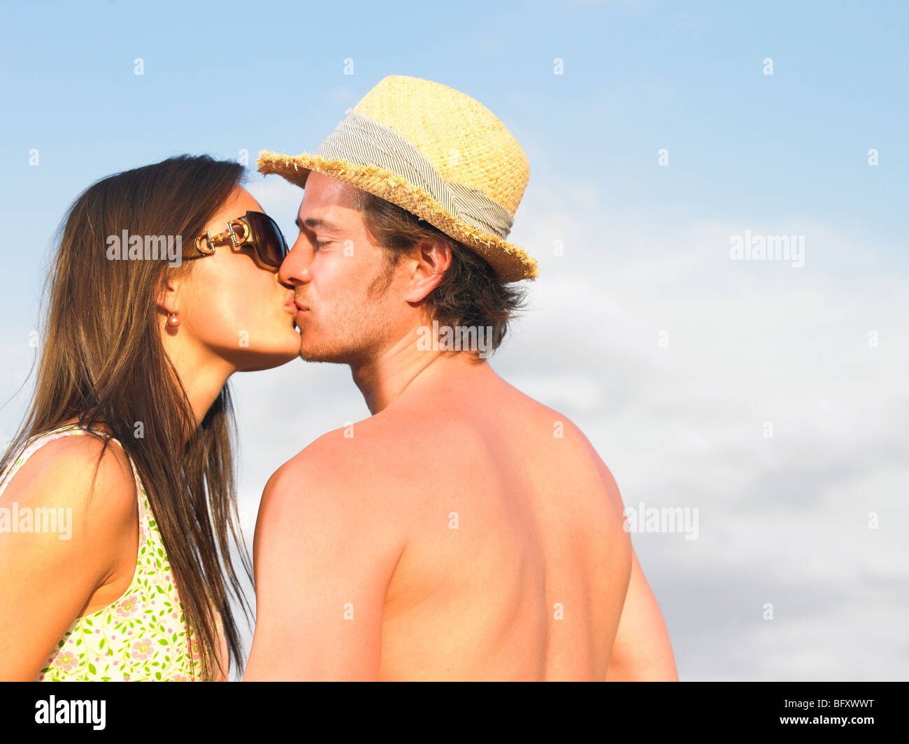 couple kissing - Stock Image