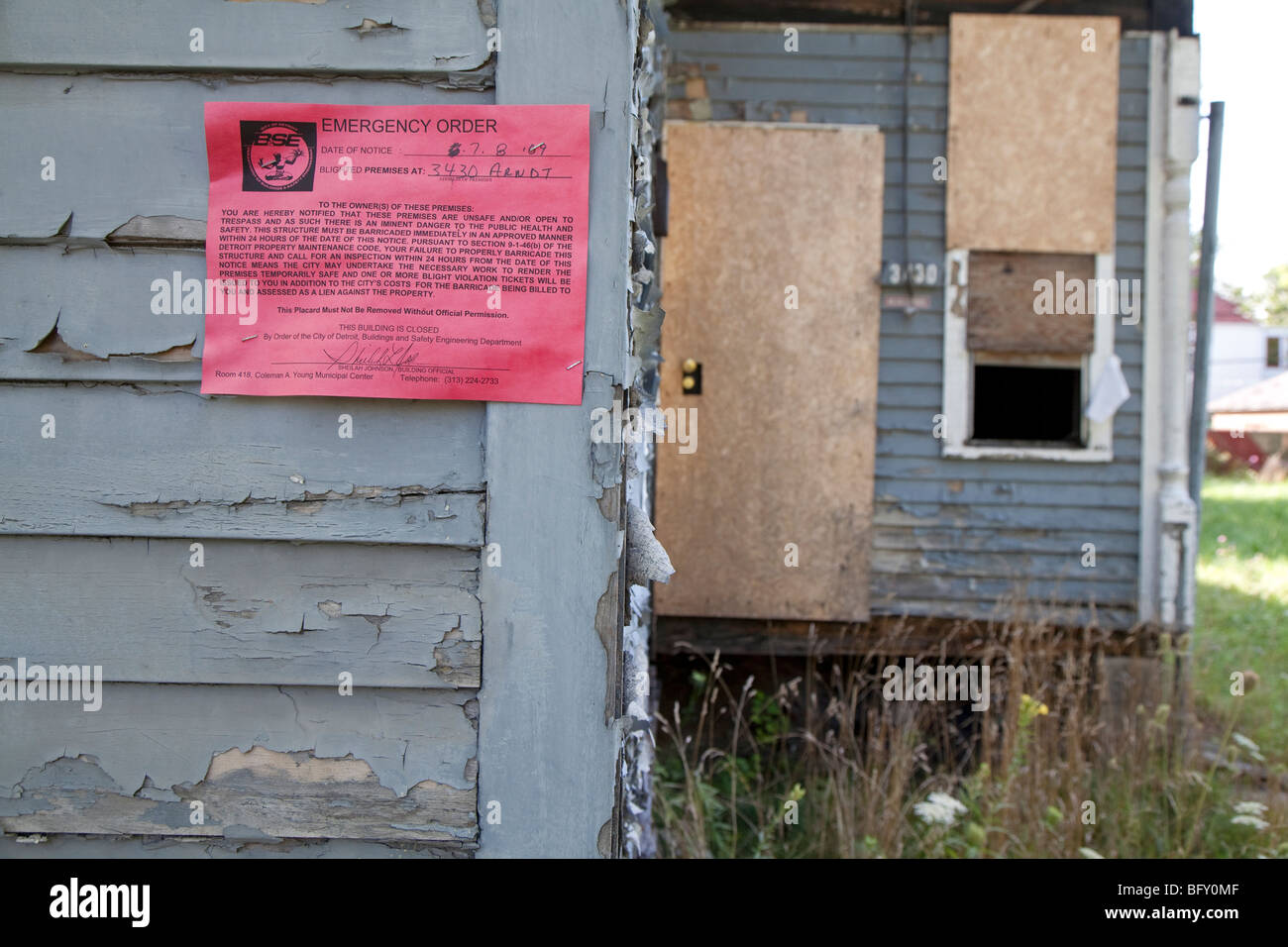 A vacant home on Detroit's east side with an emergency order posted by city inspectors declaring it unsafe. - Stock Image