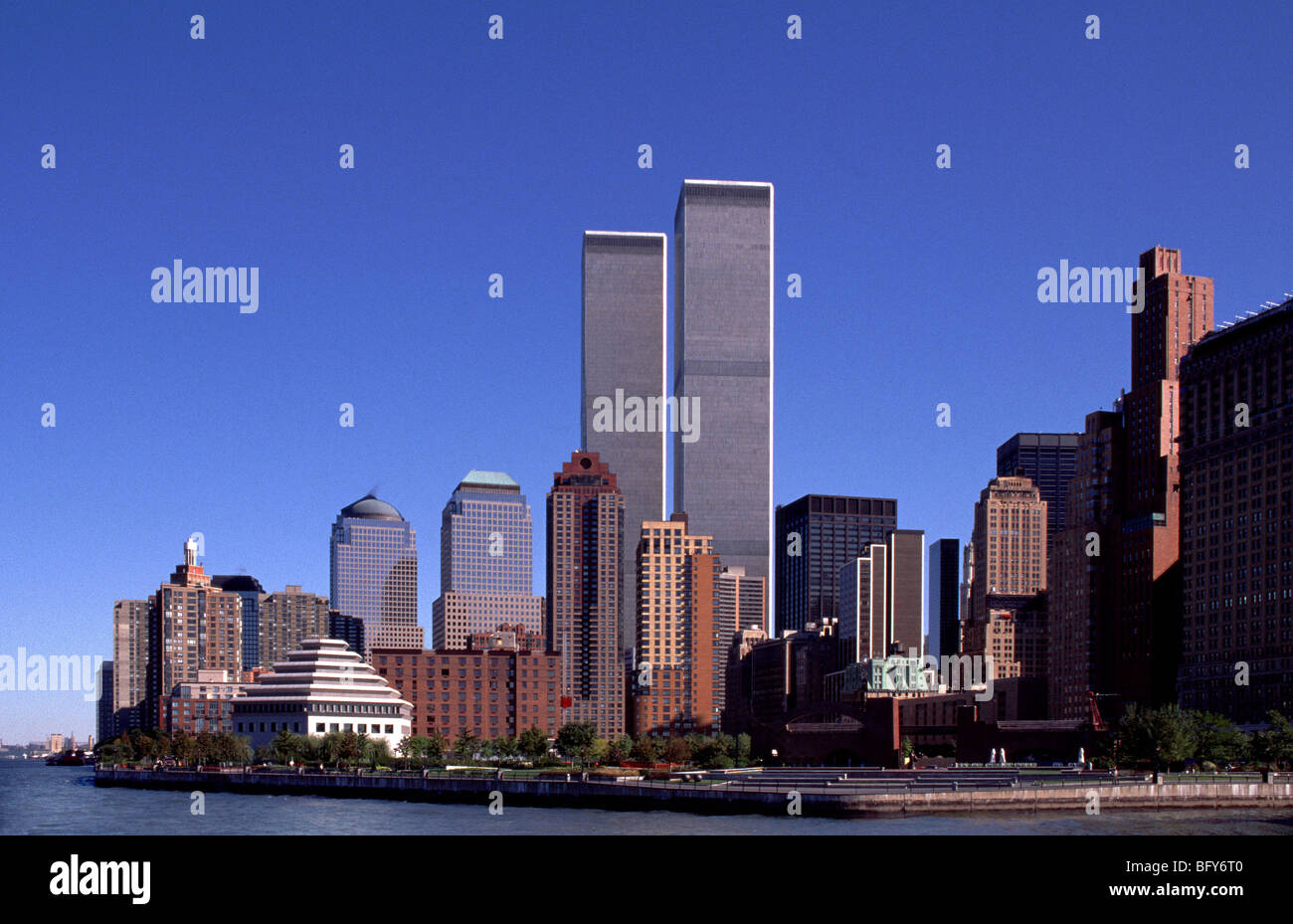 New York skyline with World Trade Center buildings featured - Stock Image