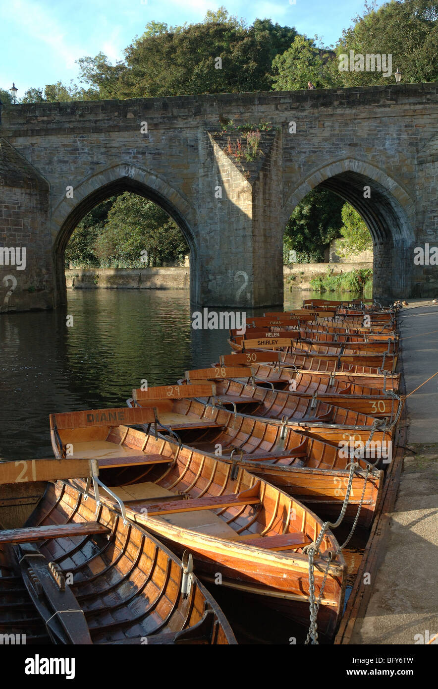 rowing boats moored on the River Wear and Elvet Bridge, Durham, County Durham, England, UK - Stock Image