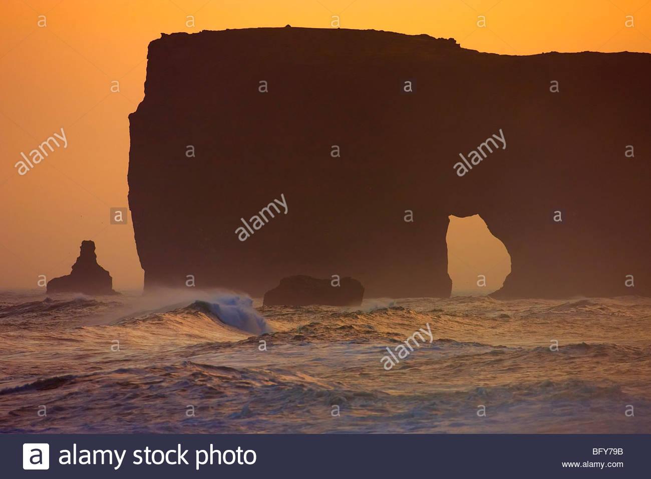 The Lundadrangur Rock Arch towers high above the Atlantic Ocean at Dyrhólaey, Iceland. - Stock Image