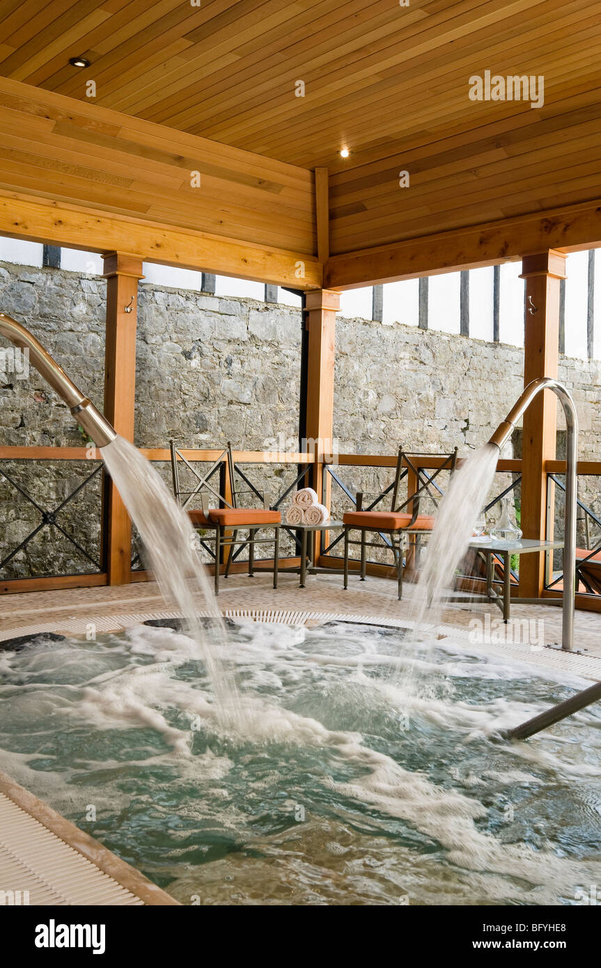 Jacuzzi / Spa in a luxury hotel with interior design by Carole Roberts - Stock Image