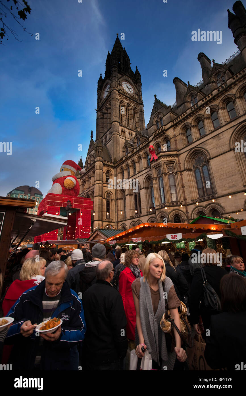 UK, England, Manchester, Albert Square, Continental Christmas Market in front of Town Hall - Stock Image