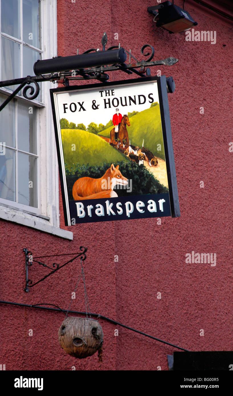 The Fox and Hounds Pub sign Watlington Oxfordshire Stock Photo