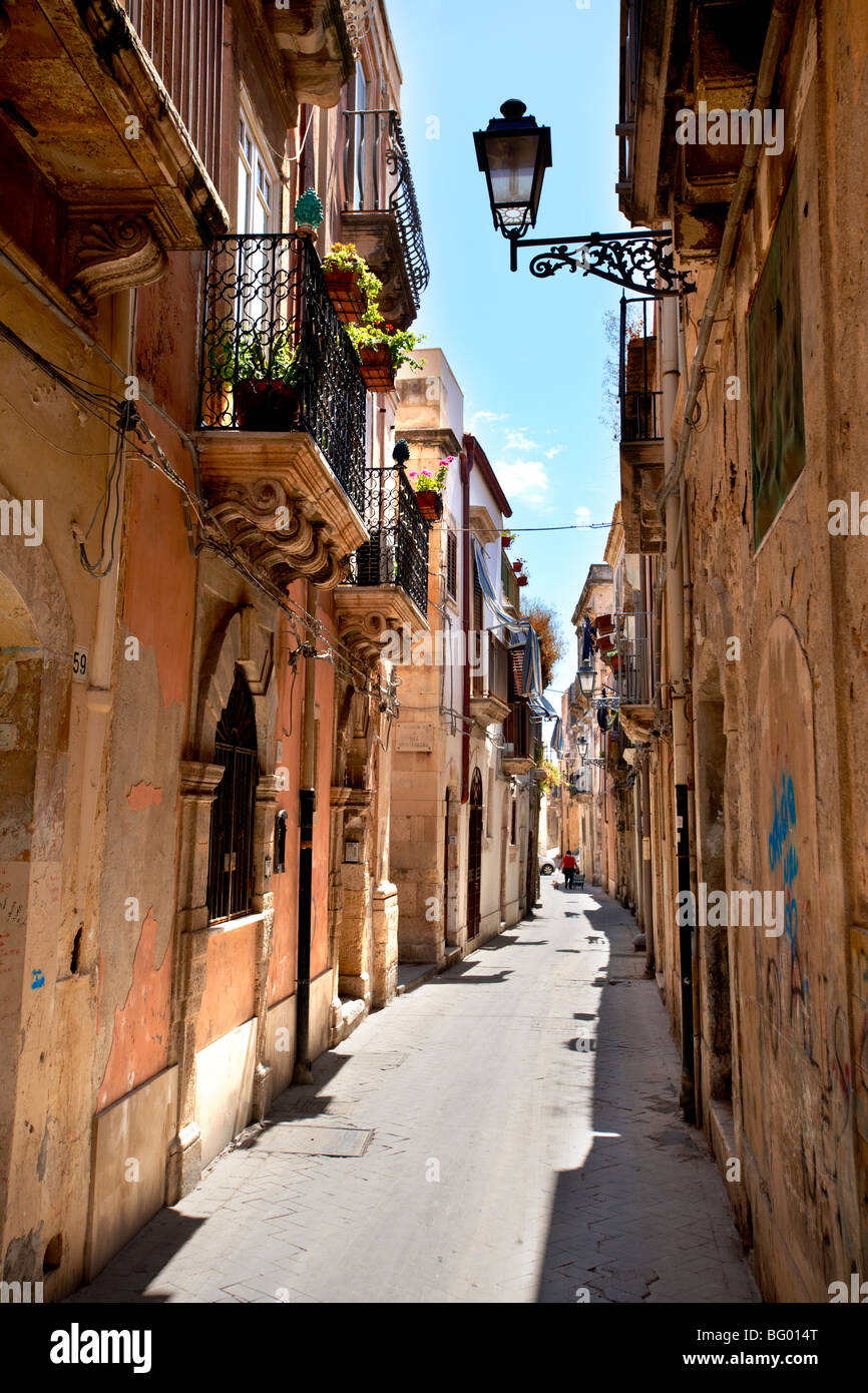 Narrow street of Syracuse ( Siracusa) , Sicily - Stock Image