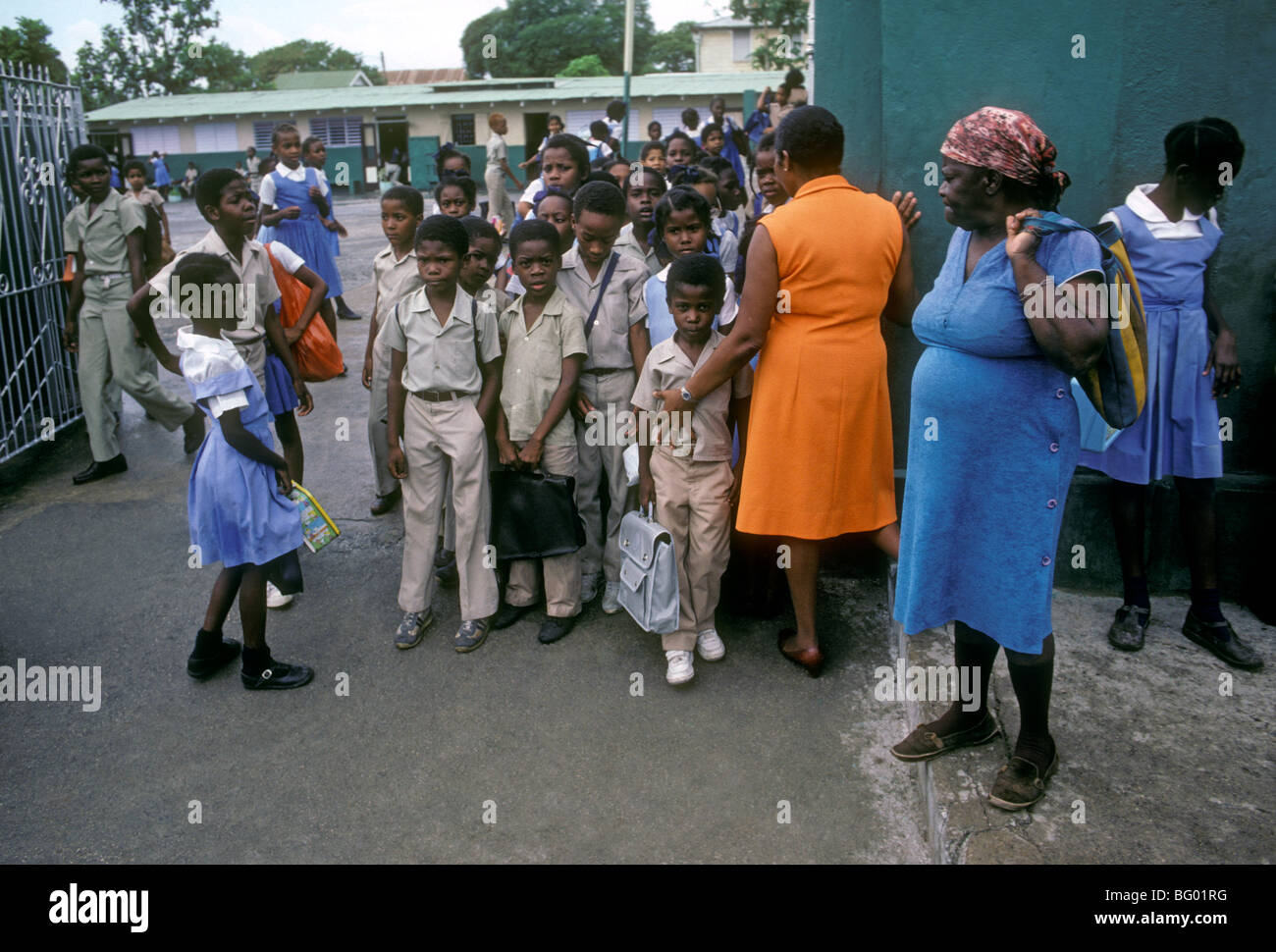 Jamaican girls, Jamaican boys, schoolgirls, schoolboys, schoolchildren, students, elementary school, Spanish Town, - Stock Image