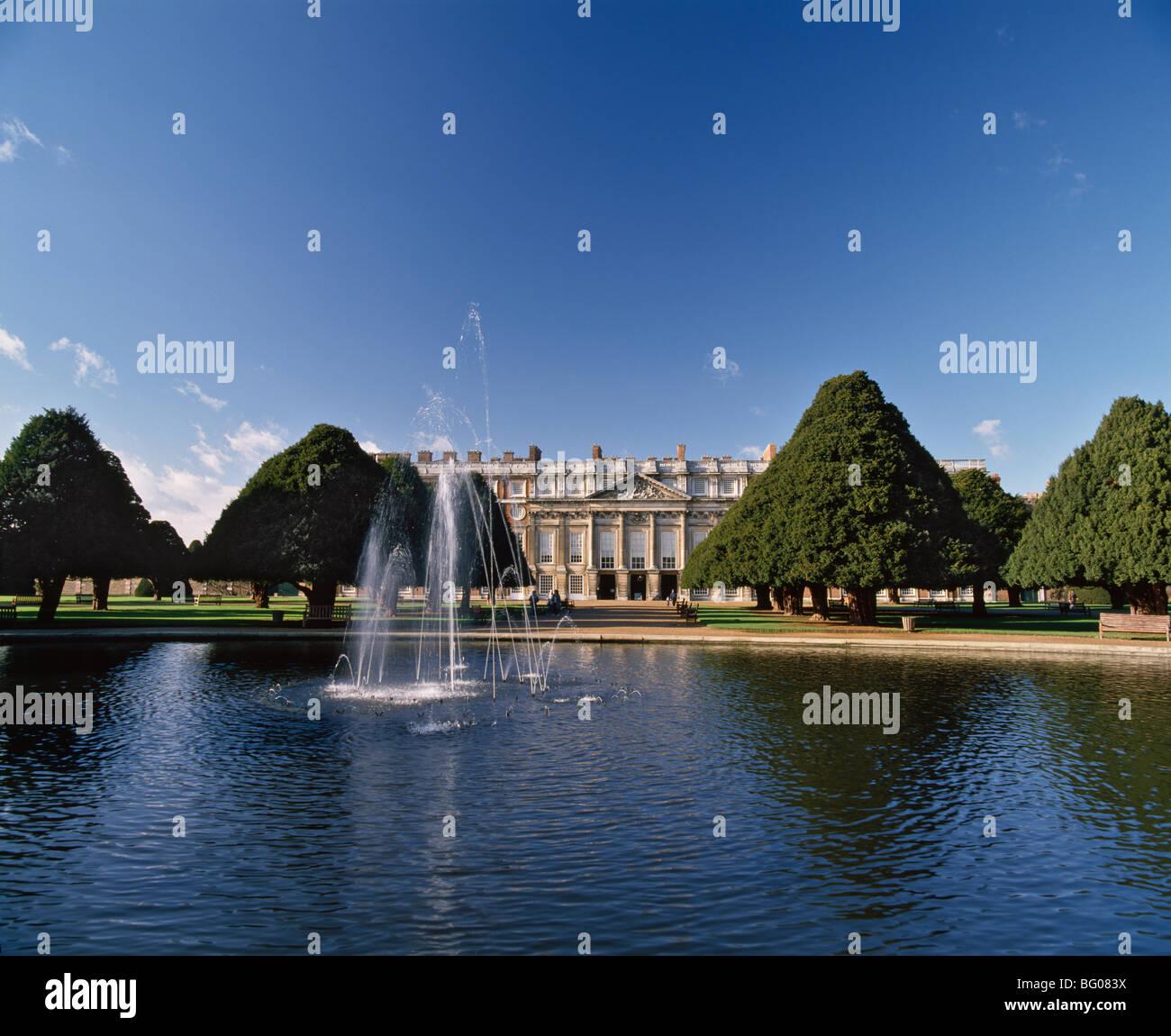 Lake, fountain and ornamental trees in Hampton Court Palace grounds, near London, England, United Kingdom, Europe Stock Photo