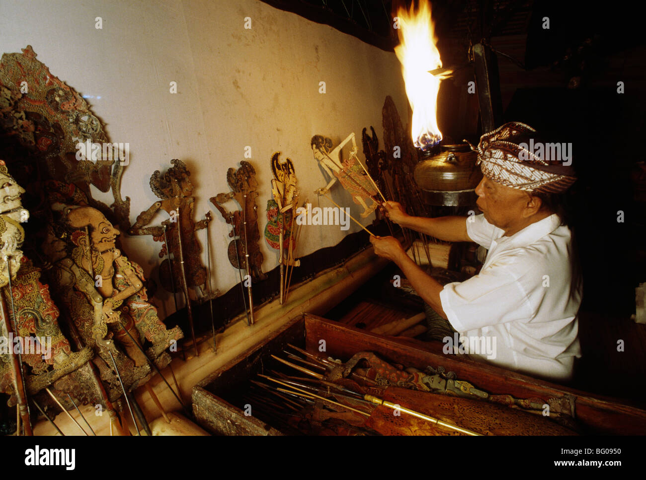 Dalang or puppeteer at Wayang Kulit (Shadow Puppet Play) in Bali, Indonesia, Southeast Asia - Stock Image